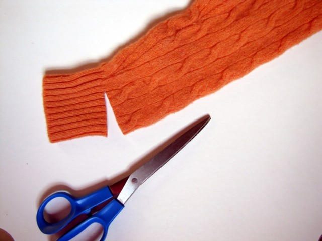 Cutsweater